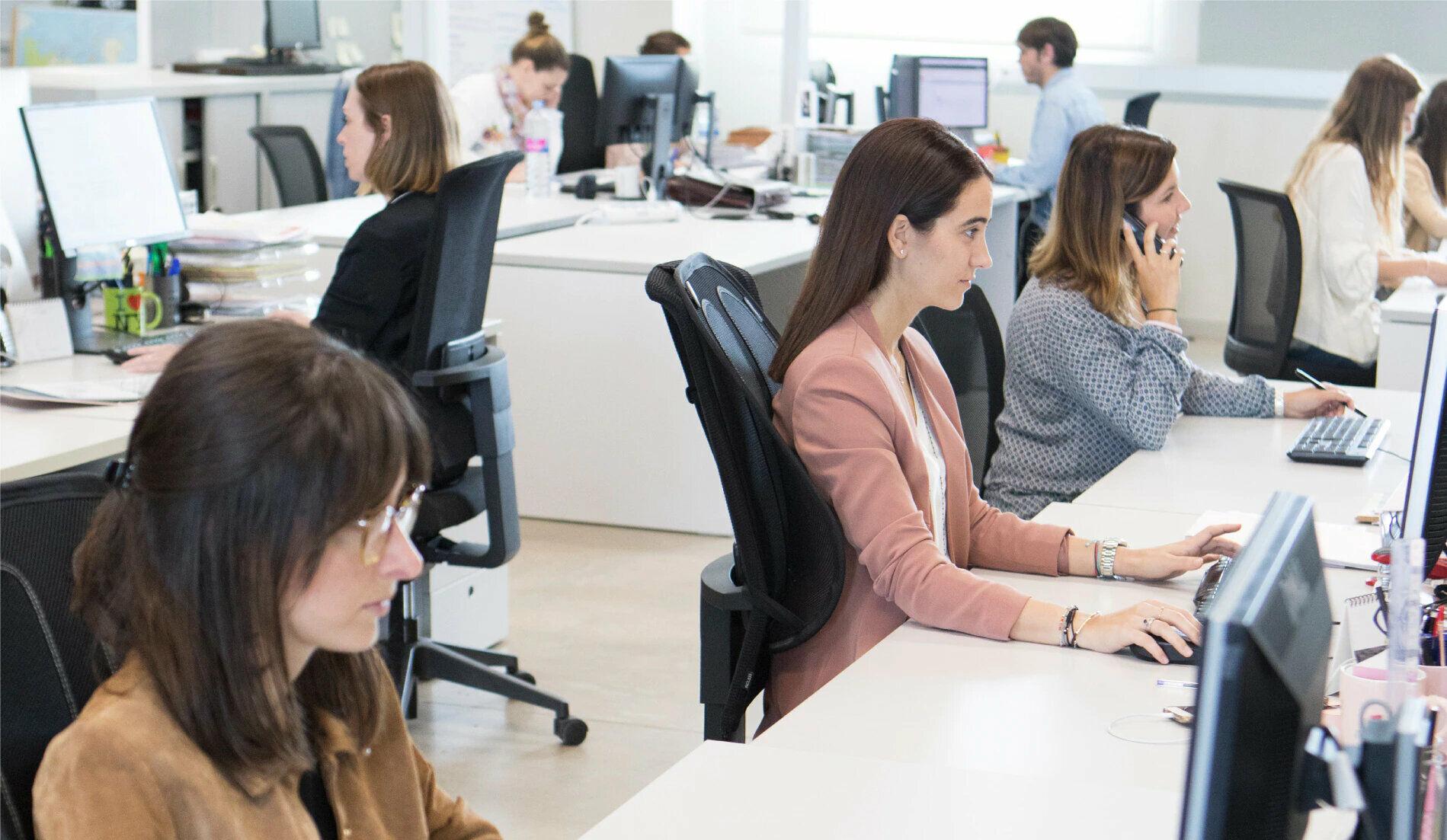 Mujeres en oficina de Tous