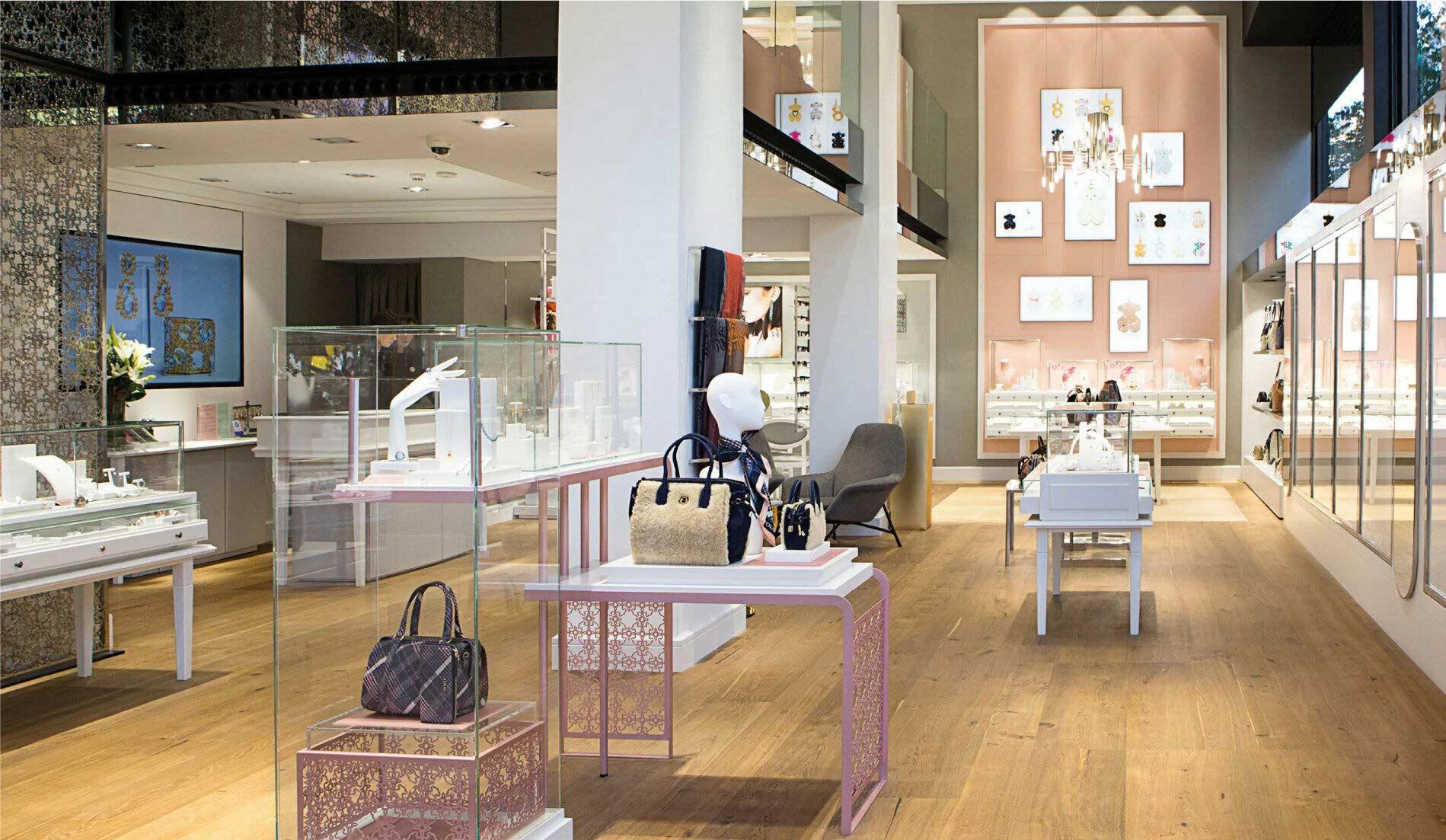 Interior de una boutique Tous